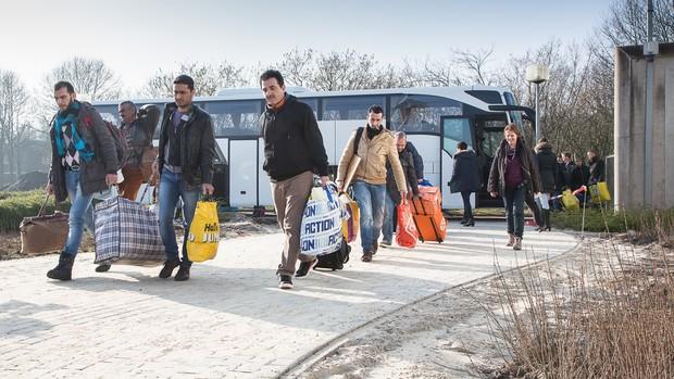 Aankomst eerste asielzoekers in voormalige Grittenborgh.