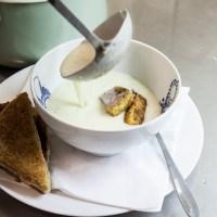 Potatissoppa med Lax & Chévre-toast.