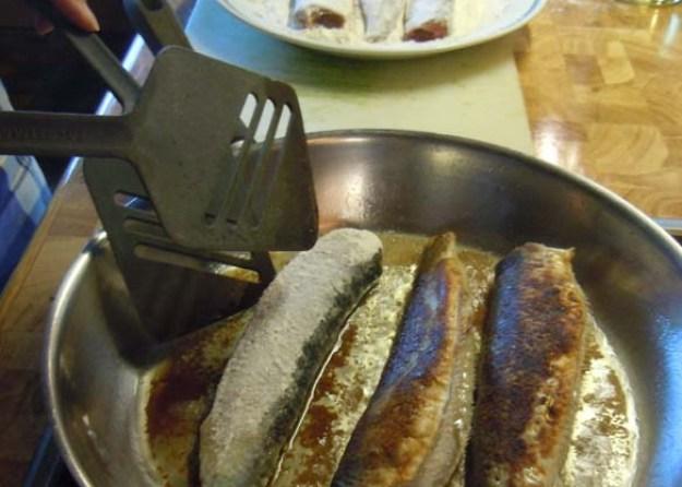 Versuchen Sie sich selbst im Hering-Braten. Ihre Ferienwohnungs-Küche steht bereit.