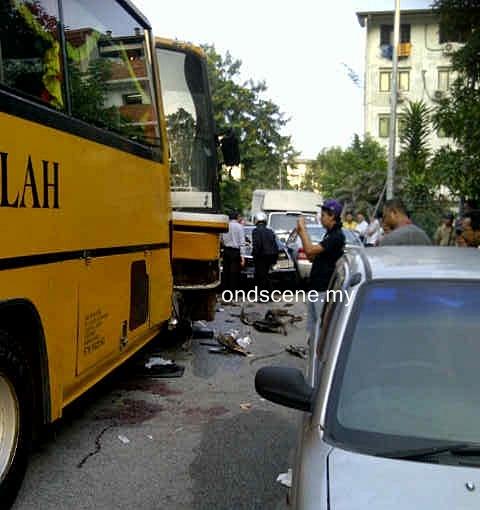 gambar kemalangan bas sekolah au3 keramat