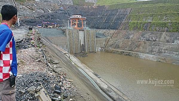 empangan hidroelektrik hulu terengganuempangan kenyir 2 intake