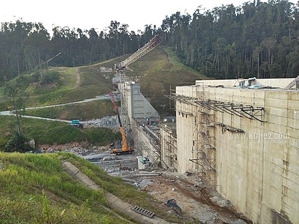 empangan hidroelektrik hulu terengganuempangan kenyir 2
