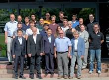 Woojin Plaimm-Team in Österreich mit Ick Whan Kim, President von Woojin Plaimm Co. Ltd., Dietmar Morwitzer, CEO Woojin Plaimm GmbH und das Team mit Entwicklung, Vertrieb und Service.   Foto: Woojin