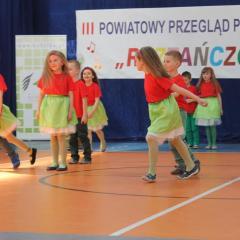 Roztańczone przedszkolaki z Krasnala Hałabały na podium