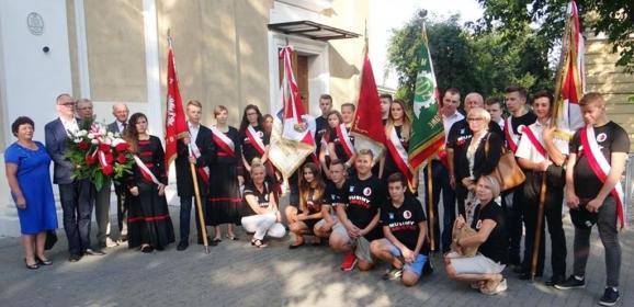 Młodzież i społeczność Miasta Cudu nad Wisłą w hołdzie Bohaterom Powstania Warszawskiego