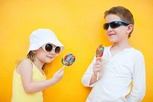 kids-with-lollipops