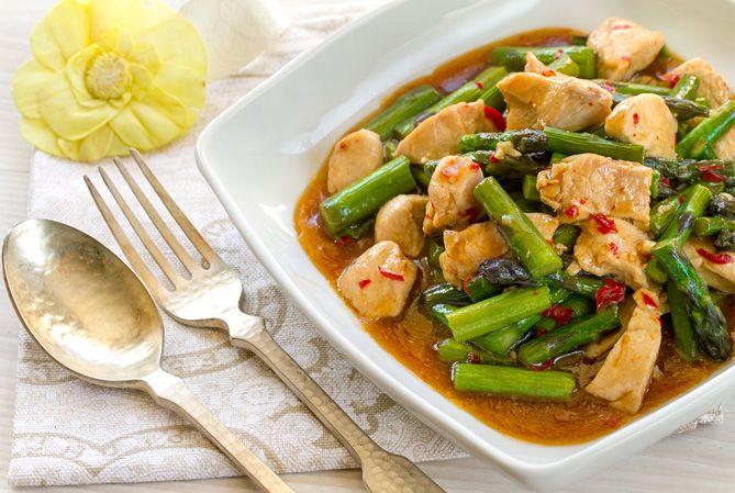 Salteado De Espárragos Con Pollo, Cocina Tailandesa, Cocina Asiatica,  Pollo, Espárragos,