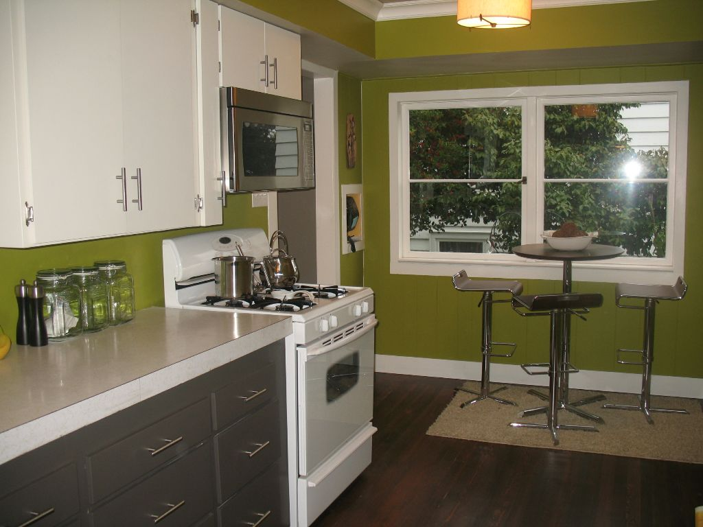 Painted 2 tone cabinet ideas budget friendly kitchen remodel for Budget kitchen cabinet ideas