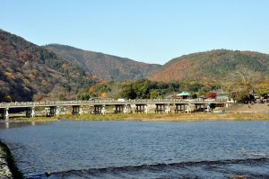 Autumn_Colors_Togetsukyo_Bridge_in_Arashiyama_Kyoto