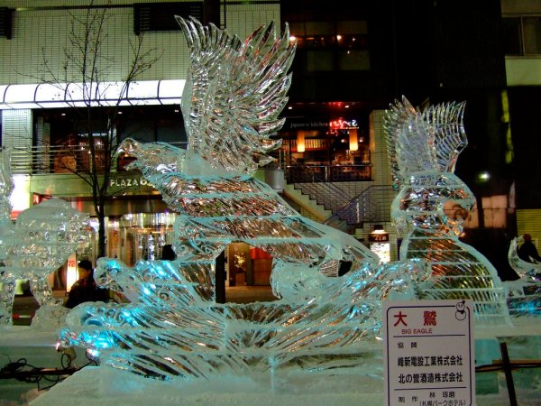 Big_Ice_Eagle_Sculpture_Susukino_Ice_Festival_Sapporo