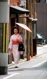 geisha_and_japanese_umbrella_kyoto