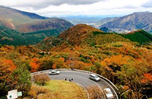 irohazaka_winding_road_autumn_colors_nikko