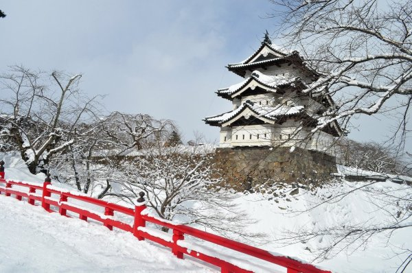 hirosaki_castle_in_winter