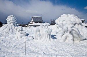 snow_sculptures_at_tokamachi_snow_festival