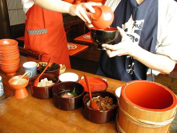 wanko_soba_noodles_japan