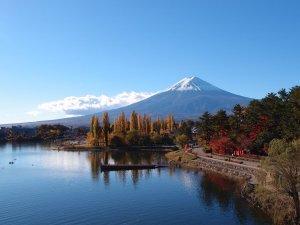 mount_fuji_and_lake_kawaguchiko_japan