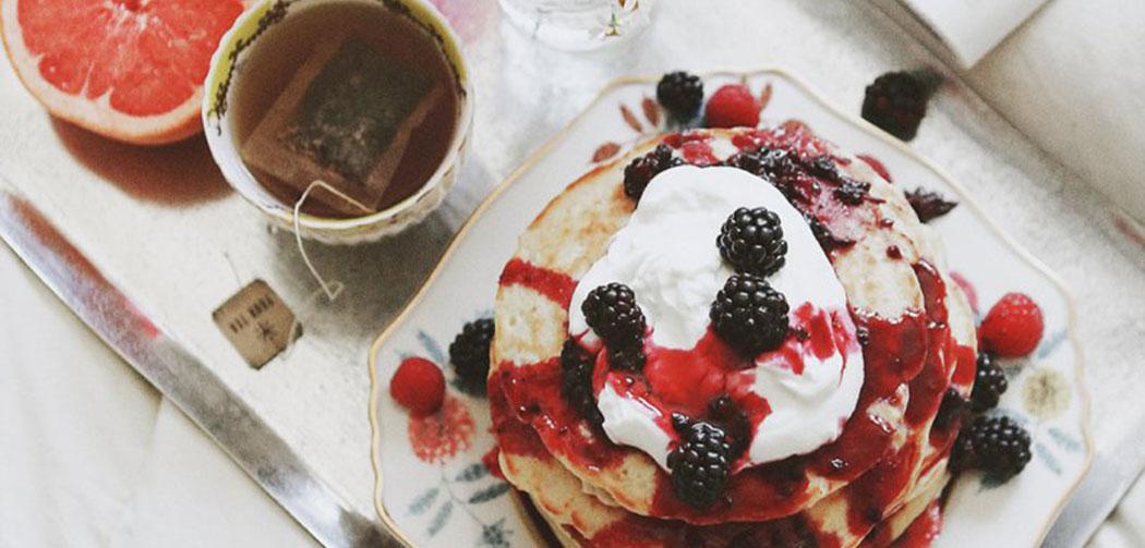 perfect-brekfast-idee-petit-dejeuner-saint-valentin-pancakes