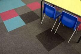 Koulu_opetustila_luokkahuone_burmatex_cordiale-carpet-tiles-thornhill-school-02-1200x795_laattasuora_textiilipalamatto_textiilimatto_palamatto