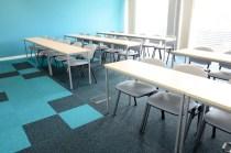 Yliopisto_burmatex_up-down-carpet-tiles-anglia-ruskin-03-1200x795_laattasuora_textiilipalamatto_textiilimatto_palamatto