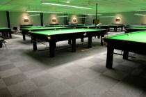 snooker_sali_burmatex_snooker-centre-norwich-tivoli-carpet-tiles-08-1200x795_laattasuora_textiilipalamatto_textiilimatto_palamatto