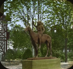 grand-palais-sculpture-of-the-medicine-man