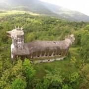 L'église abandonnée en forme de canard