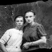 Des vieux portraits abîmés par le temps