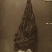 Des cheveux longs et des vieilles photos