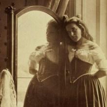L'adolescence victorienne photographiée par Clementina Maude Hawarden en 1858
