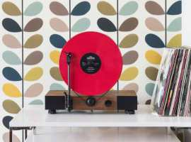 Floating Record, un tocadiscos vertical de diseño retro
