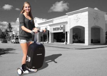 Maleta robot se mueve sola indica posicion calcula peso equipaje sirve transporte