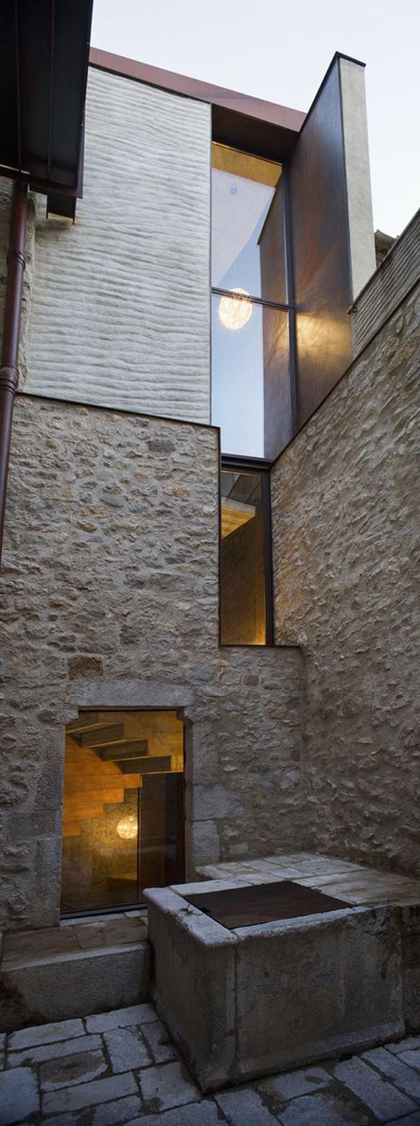16-il-restauro-di-un-abitazione-medievale-a-girona-by-anna-noguera