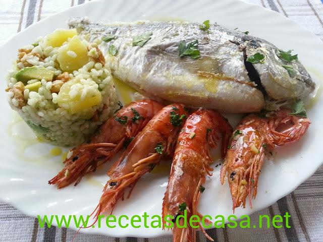 receta orada a la sal con ensalada de aguacate y piña cocina facil