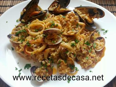 arroz con calamares, almejas y mejillones