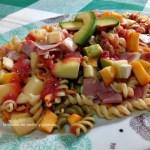 Ensalada de pasta y frutas con vinagreta de higos