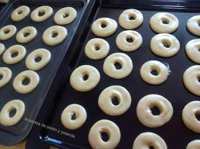 Rollos, rollitos o rosquillas de huevo