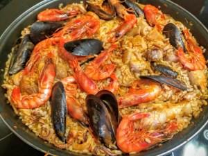 arroz mixto de carne y pescado