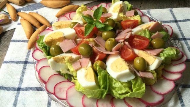 ensalada de jamón y rabanitos