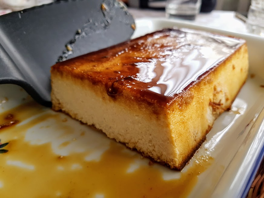 pastel de requesón, entre el flan y el pudin