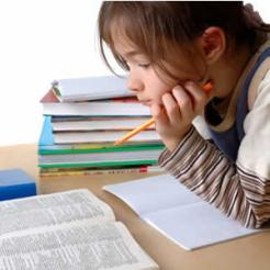 Formación Cristiana - Niña estudiando