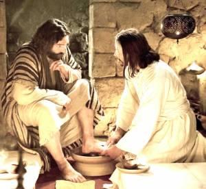 Jesus lava los pies a sus discípulos