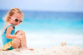 Bambini in spiaggia: 10 regole per vacanze sicure