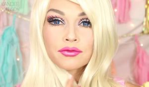Make up artist si trasforma in una Barbie in 90 secondi VIDEO