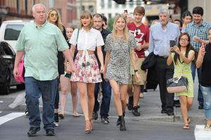 Taylor Swift e Gigi Hadid a spasso per New York FOTO 13