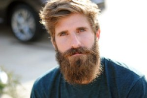 Uomini con la barba: 5 motivi per cui alle donne piacciono di più