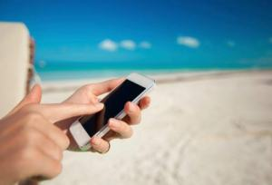 Vacanze all'estero, problemi di salute e di aereo? Ecco 5 app salva-viaggio