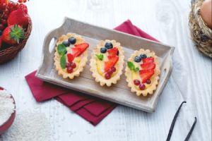 Ricette di dolci: barchette con crema di riso e frutti rossi