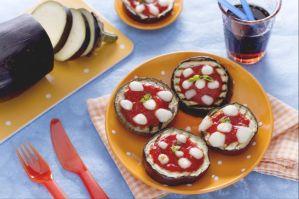Ricette finger food: pizzette di melanzane con provola