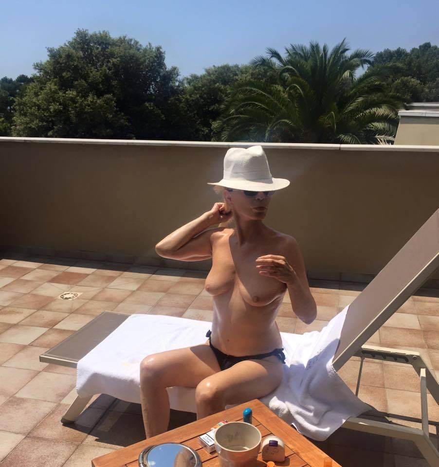 Patty Pravo senza veli: a 67 anni si mostra in topless FOTO