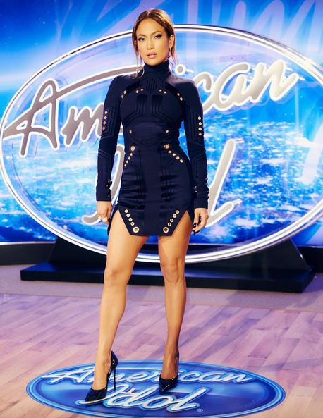 Jennifer Lopez, gambe da urlo a 46 anni FOTO